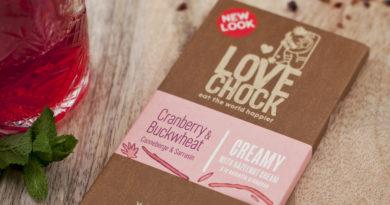 Holländische lovechock-schokolade hat in der verpackung wohltuende sprüche für die Schokoladenliebhaber