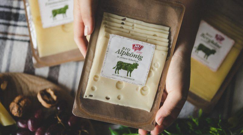 REWE Group, einer der größten Retailer in Österreich, verpackt seine Premium-Käseproduktreihe der Biomarke Ja! Natürlich mit einer neuen, patentierten Papierlösung des Verpackungs- und Papierunternehmens Mondi.