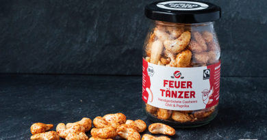 Alnatura uses glass packaging for nuts and teas