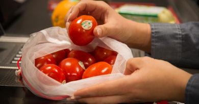 Rewe bietet bei Obst und Gemüse sowohl unverpackte als auch verpackte Ware an