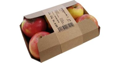 Apples packed in cardboard tray with variably printed paper band
